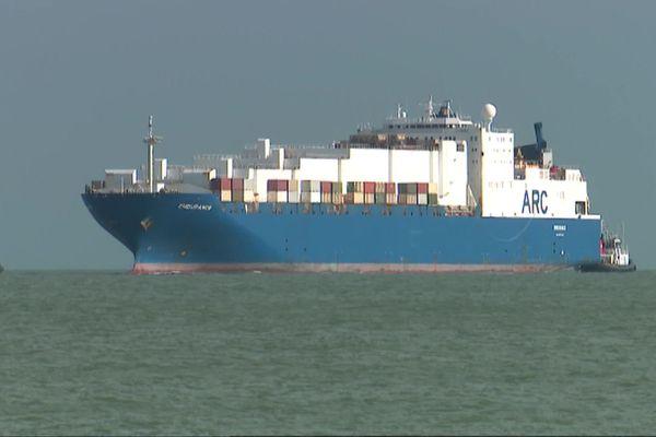 L'US Endurance, le porte-containers de l'armée américaine, a fait son entrée dans le port de La Rochelle, le 7 juillet 2020 en début de soirée.