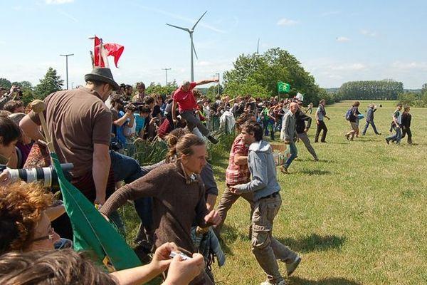 Le fauchage de la parcelle d'essai de pommes de terres OGM avait eu lieu le 29 mai 2011 à Wettren en Belgique.