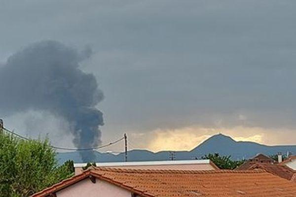 Un entreôt à Clermont-Ferrand ce mardi 10 août, il s'agit d'un entrepôt de Véolia contenant des produits chimiques.