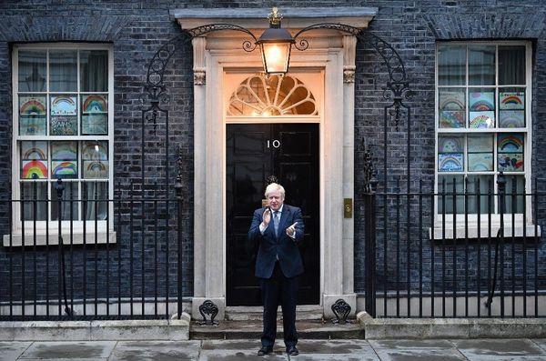 Boris Johnson, jeudi, devant ses bureaux du 10 Downing Street.