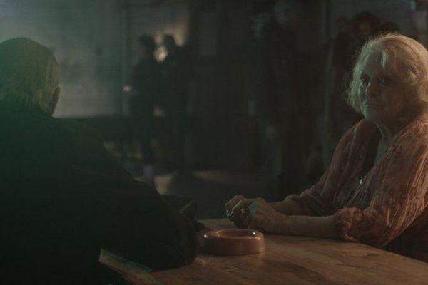 Marinette pense à son compagnon perdu.