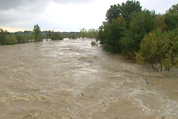 Les flots du Vidourle en crue à Lunel - Inondations du 10 Octobre 2014