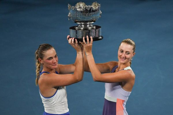 Kristana Mladenovic (à droite) et sa partenaire de double Timea Babos, victorieuses de l'Open d'Australie en début d'année.