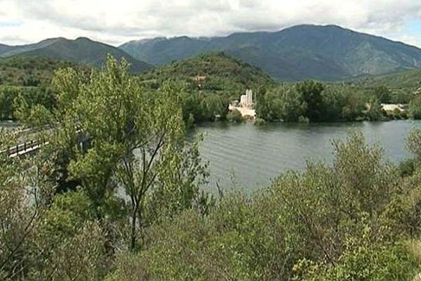 L'usine d'enrobage devait s'installer sur les berges du Têt, près du village de Vinça. Juillet 2015