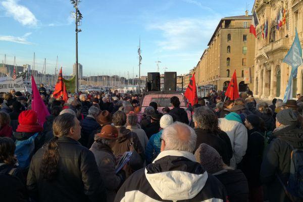 Environ 1500 personnes ont manifesté ce matin devant la mairie de Marseille