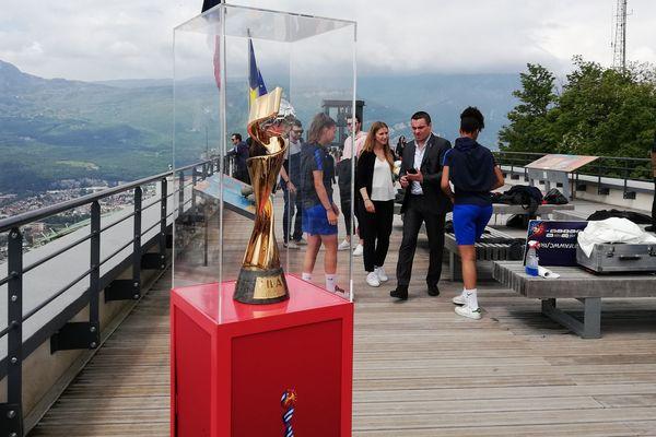 Le trophée du Mondial féminin était exposé à la Bastille, à Grenoble.