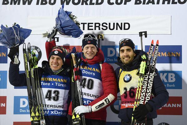 Quentin Fillon Maillet, Johannes Thingnes Boe et Martin Fourcade sur le podium.