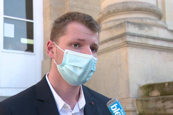 Gaspard Fontaine devant le tribunal d'Amiens, le 23 mars 2021