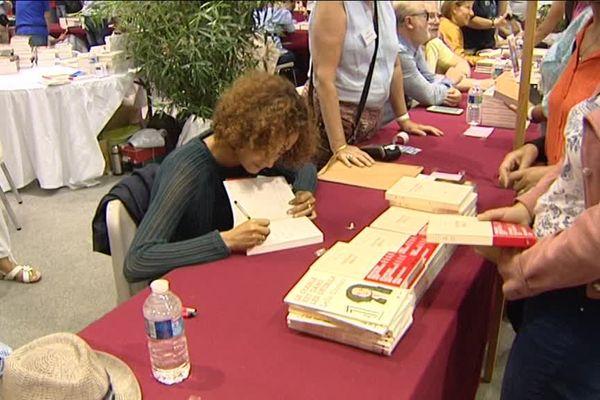 Leïla Slimani en dédicace au salon du livre de l'île de Ré