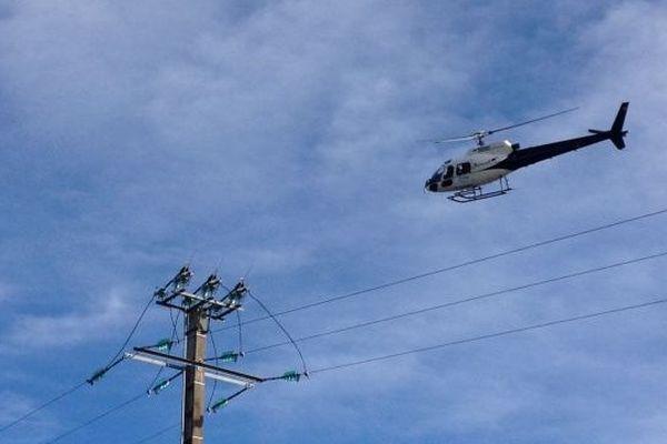 Hélicoptère ERDF survolant des lignes moyennes tensions