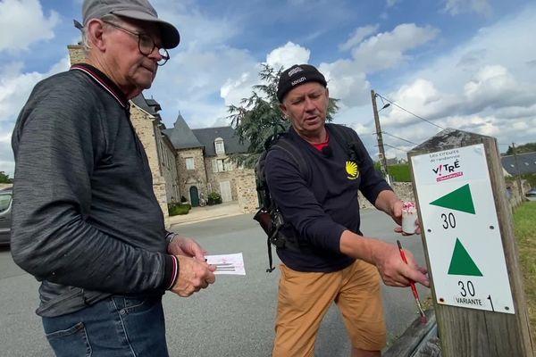 Serge et Didier vérifient le balisage pour les randonneurs