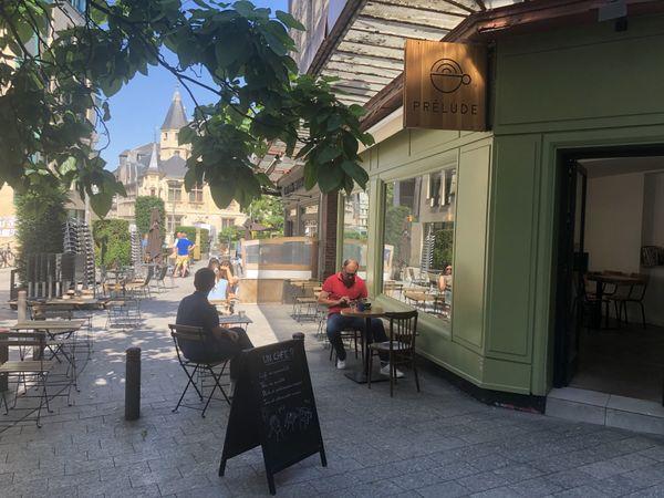 Au Prélude Café, les tables sont espacées de 2 mètres au lieu d'un.