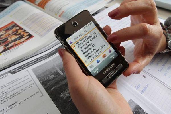 les salles de cours équipée de détecteurs de portables vont se généraliser pour les épreuves du bac 2013