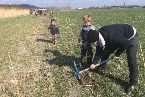 Près de Clermont-Ferrand, à Cournon-d'Auvergne, dans le Puy-de-Dôme, une ferme dans l'air du temps devrait bientôt voir le jour. Une ferme périurbaine sur une plaine de 80 hectares qui répondra à une demande croissante d'alimentation bio et locale.