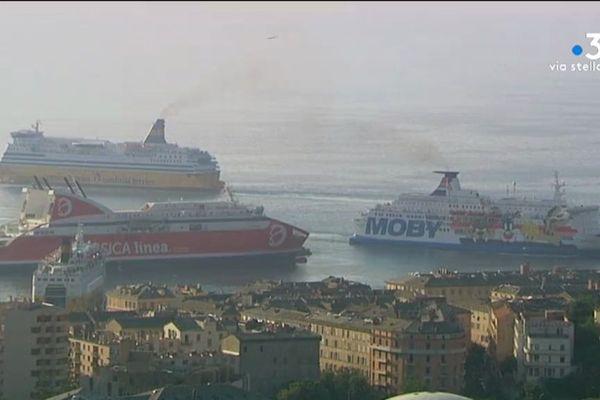 A Bastia et Ajaccio, l'air est saturé par la pollution dégagée par les fumées des navires en escale.