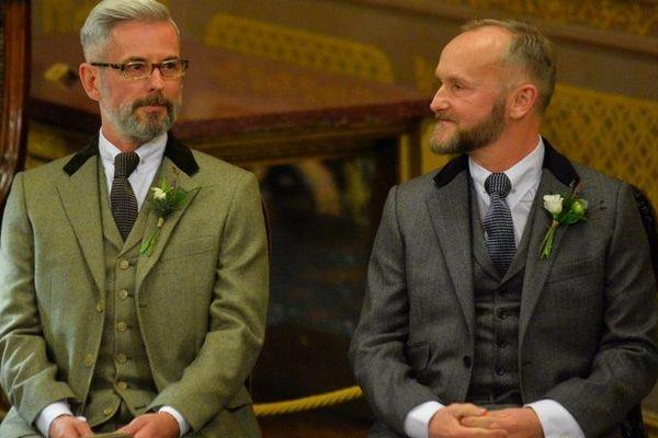 Andrew Wale and Neil Allard se sont mariés à Brighton, dès les 12 coups de minuit.