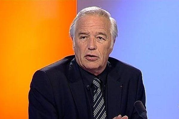 François Rebsamen sur le plateau de France 3 Bourgogne (archives)