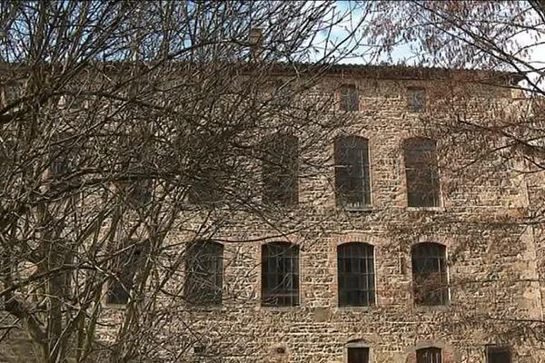 """Pélussin (Loire) - Une ancienne usine textile abandonnée depuis plusieurs décennies recommence à vivre grâce à l'association """"Le Moulinage des Rivières""""."""