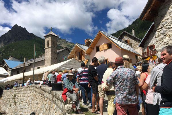 Des centaines de personnes sont montées ce mercredi au hameau de Mollières (Alpes-Maritimes)