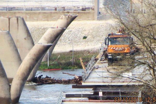 En dépit des apparences, le chantier de démolition de Beynac n'a pas commencé