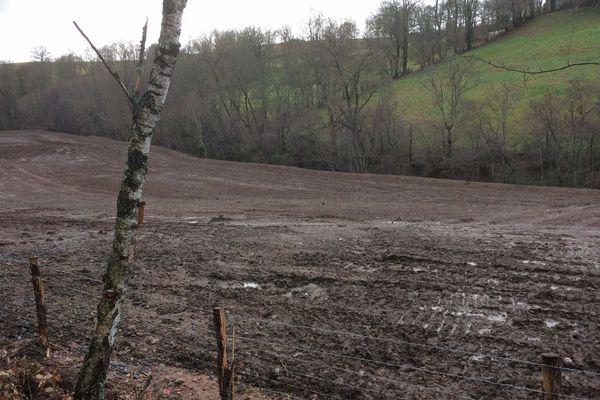 L'an dernier, au même endroit, s'étendaient des terrils de sable blanc chargé de plomb. Le site a été entièrement sécurisé et devrait bientôt être recouvert d'herbe avant d'être rendu au public.
