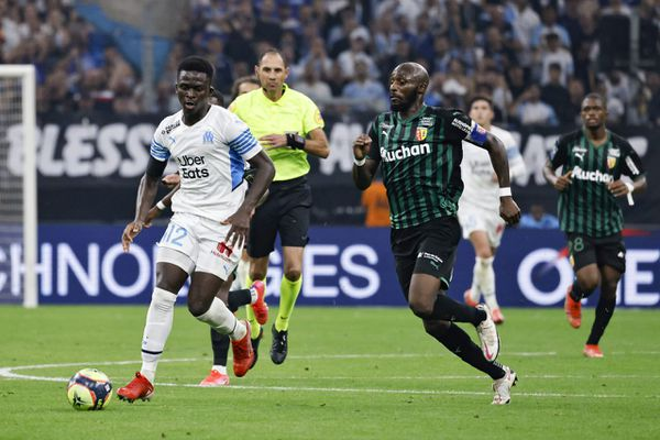 21/10/2021. Ligue Europa. Des cris de singe de la tribune des fans de la Lazio Rome ont-ils visés notamment l'attaquant sénégalais de l'OM Bamba Dieng (G).