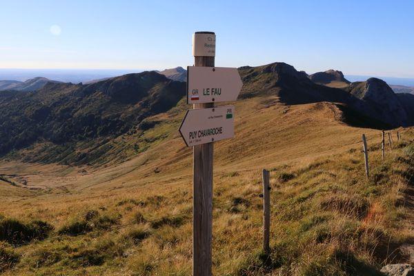 Le GR 400 s'étend sur 133,24 km autour du puy Mary, plus grand volcan d'Europe.