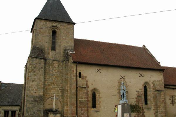 Saint-Agnant-de-Versillat (église et monument-aux-morts)