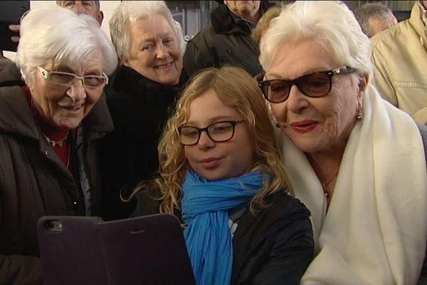 Line Renaud et ses fans de toutes les générations, ce samedi à Armentières.