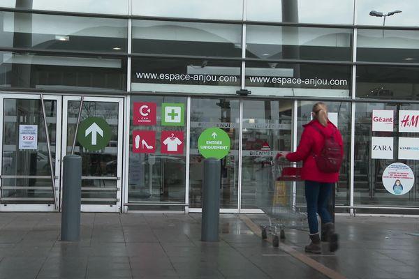 La plupart des magasins du centre commercial Espace Anjou d' Angers ont dû fermer.