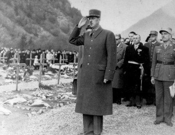 Le général De Gaulle s'est rendu au plateau des Glières avant la fin de la Seconde guerre mondiale.