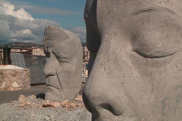 Six statues de 8 tonne pour 2 mètres de haut, crées par le sculpteur britannique de renommée mondiale Jason deCaires Taylor ont été dévoilées vendredi 16 octobre à Cannes avant d'être immergées sous la mer au sud de l'île Sainte-Marguerite.