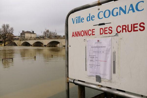 Cognac est sous les eaux, le pic de la Charente ne devrait être atteint que ce dimanche midi