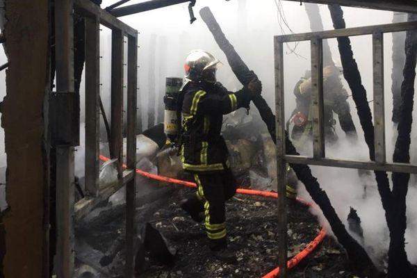 Le feu a pris dans un bâtiment tôt ce samedi matin. Une cinquantaine de chauve-souris ont péri.