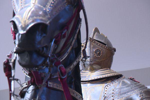 L'ensemble équestre attribué à Louis XIII constituait l'une des pièces maîtresses du cabinet d'armes et d'armures du château de Pierrefonds entre 1867 et 1870.