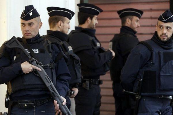 ILLUSTRATION - Trois militaires ont été agressés avec un couteau devant un centre communautaire juif à Nice mardi