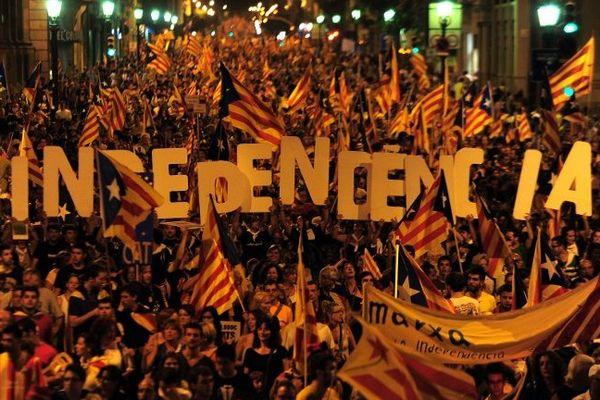 Une immense manifestation pour l'indépendance de la Catalogne dans les rues de Barcelone. Le 11 septembre 2012.