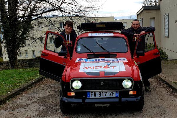 Clément Roubey et Ysalis Mallédant et leur 4L qui partira de Besançon.