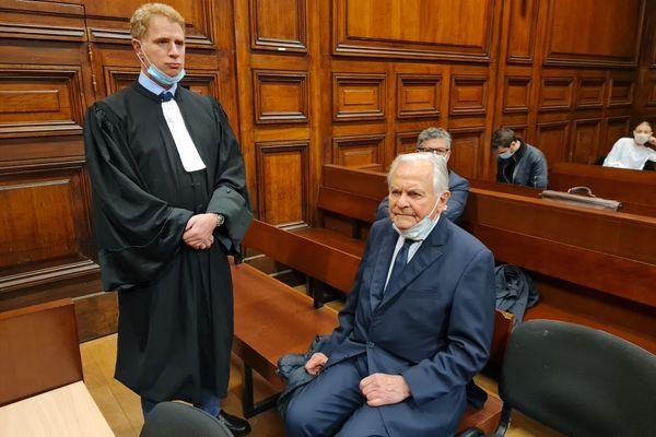 Me Christian Blazy et Bernard Magrez , mardi 27 avril 2021, au procès de ses agresseurs au tribunal de Bordeaux.