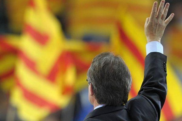 Le président de la Catalogne Artur Mas est lâché par une partie de son gouvernement qui renonce au référendum sur l'indépendance.
