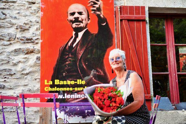 Martine Thouet, créatrice du Lénin café à Chalonnes-sur-Loire en 2013