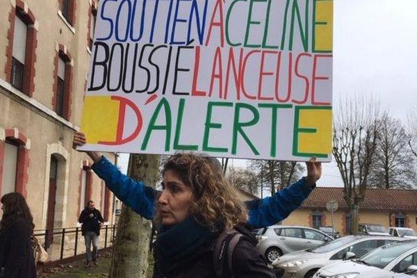 Céline Boussié avec son comité de soutien