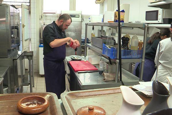 """Le restaurant """"L'Éthym'sel"""" à Mâcon (Saône-et-Loire) fait face aux mêmes difficultés de recrutement que nombre de ses collègues."""