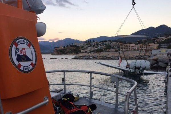 09/11/15 - Amerrissage d'un avion de tourisme au large de Propriano, remorqué par les Sauveteurs en Mer de la station SNSM de Propriano