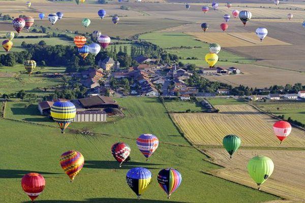 Image d'archive : vol de montgolfières au LMAB 2013