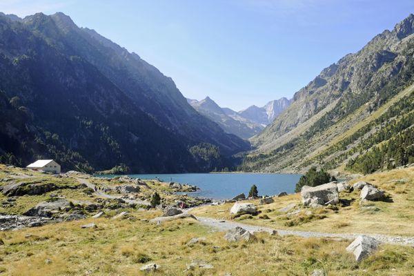 Rien de mieux pour se rafraîchir que d'aller au bord d'un lac pyrénéen comme le Lac de Gaube sur la commune de Cauterets (Hautes-Pyrénées)
