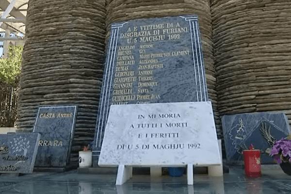 La stèle commémorative de Furiani, le 3 mai 2016.