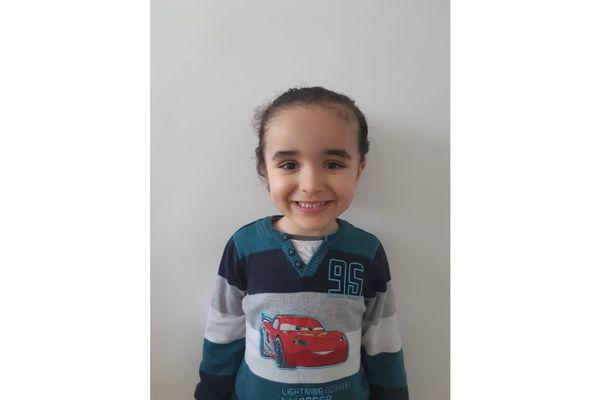 Abdallah a besoin de jouer avec de nombreux copains et copines pour se développer.