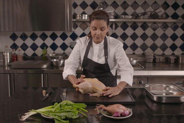 la cheffe cuisinier Tabata Mey revisite le poulet à la crème.