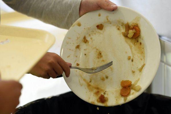 En France chaque année, on jette 10 millions de tonnes de déchets alimentaires.